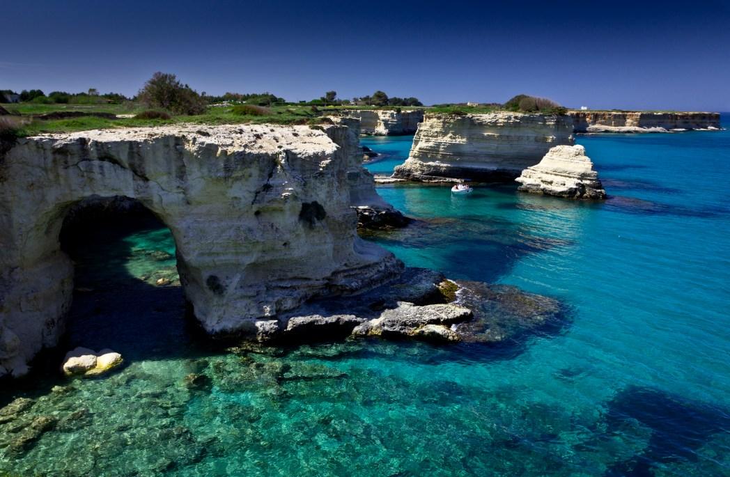 Βράχια μέσα στη θάλασσα στο Σαλέντο
