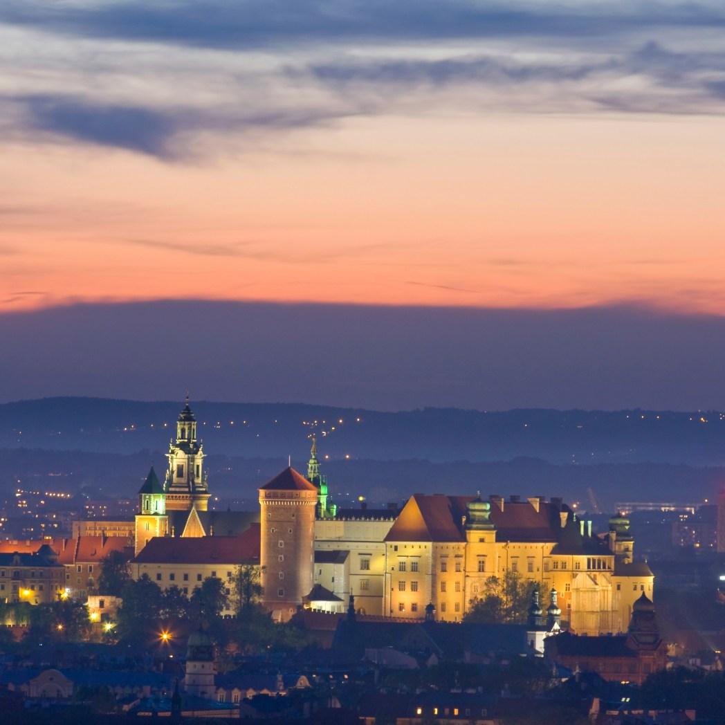 Το Κάστρο Βαβέλ φωτισμένο τη νύχτα