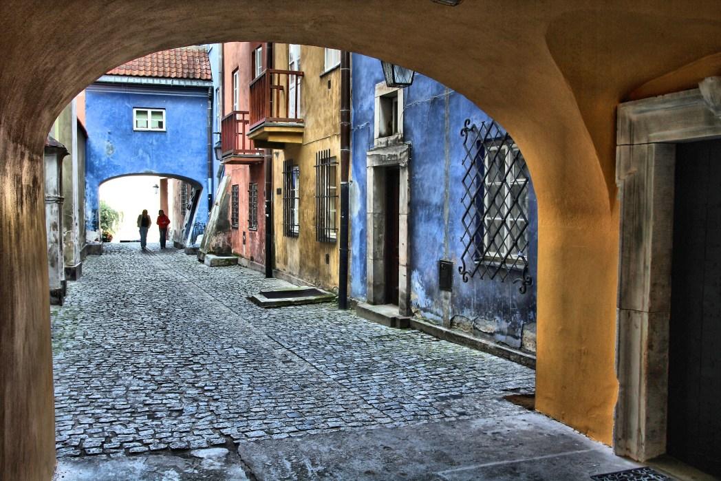 Τα πολύχρωμα λιθόστρωτα στενά της Παλιάς Πόλης της Βαρσοβίας