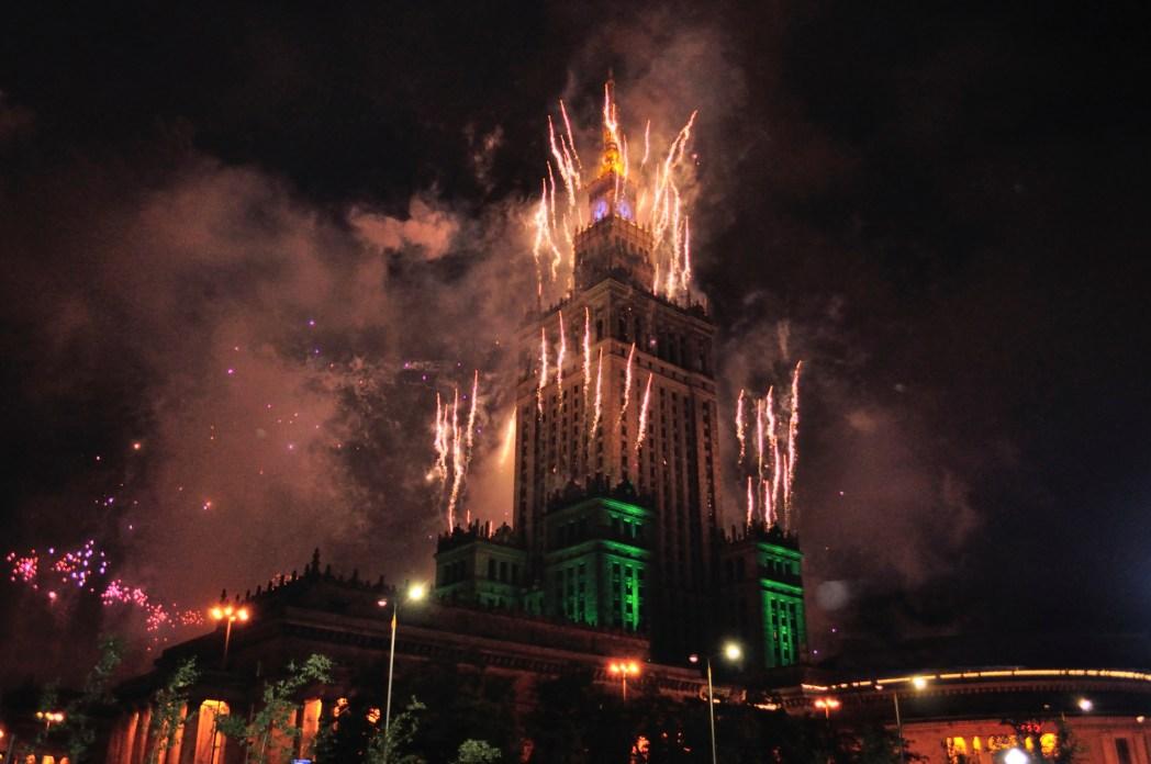 Χριστουγεννιάτικοι φωτισμοί και πυροτεχνήματα στο Ανάκτορο του Πολιτισμού και των Επιστημών