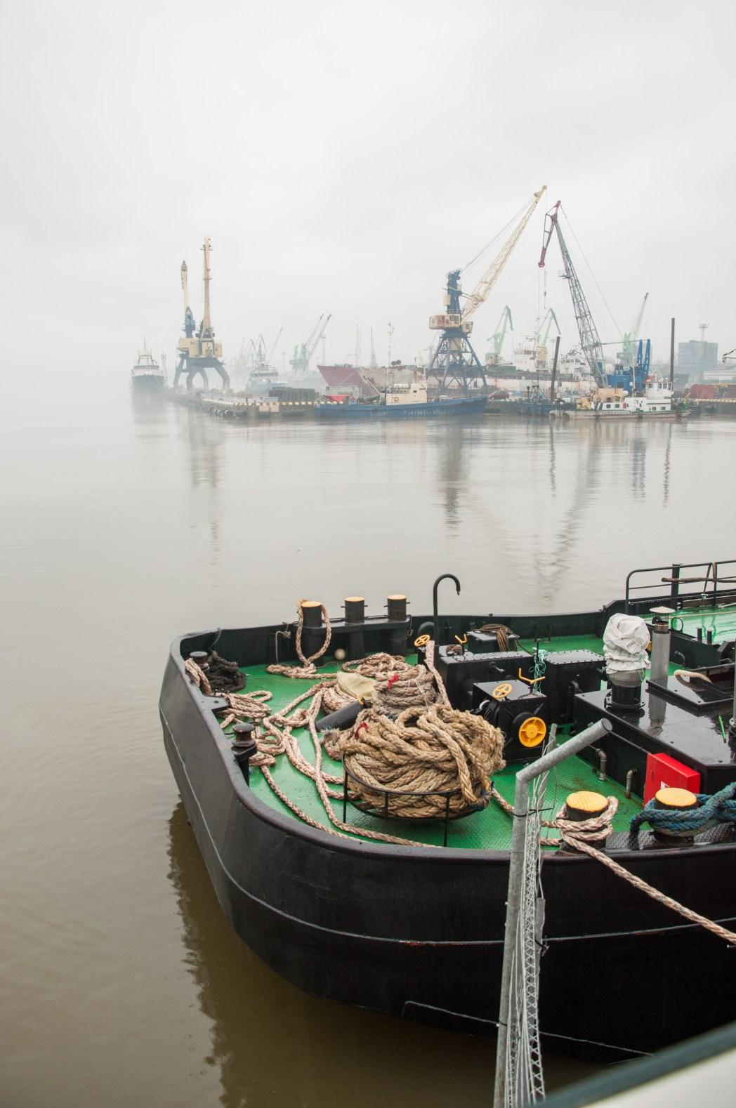 Το λιμάνι της Κλαϊπέντα στην ομίχλη