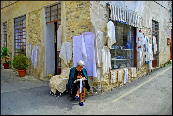 Λευκαρίτικα κεντήματα στα Λέυκαρα της Κύπρου