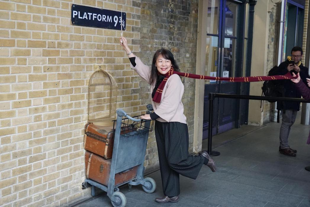 Η Platform 9 3/4 βρίσκεται στον σταθμό του τρένου King's Cross Station