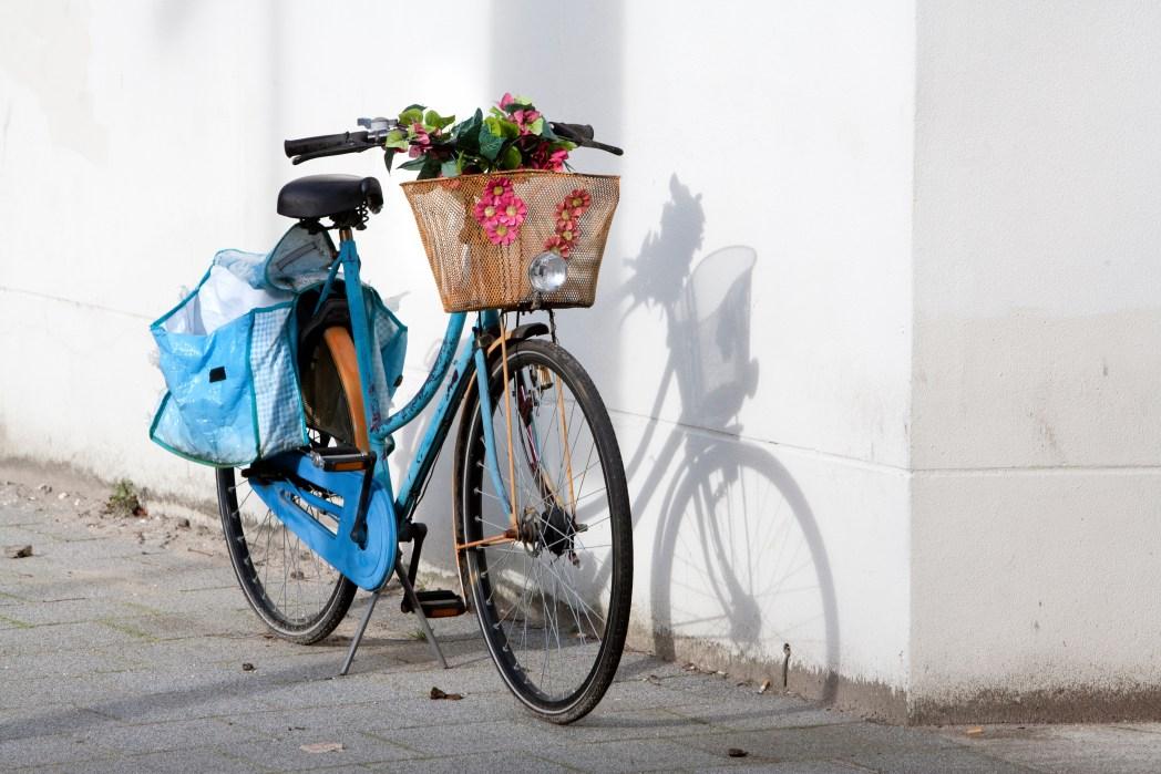 Ρετρό ποδήλατο σε δρόμο του Ρότερνταμ