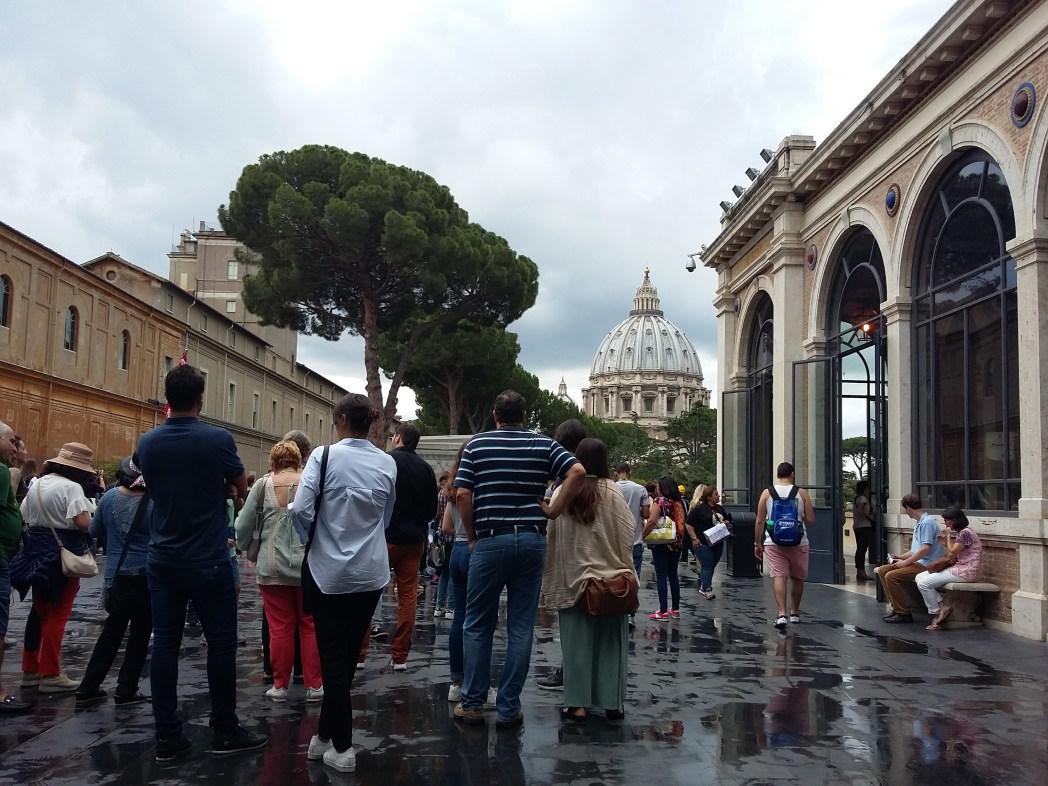 Μέσα στο Βατικανό
