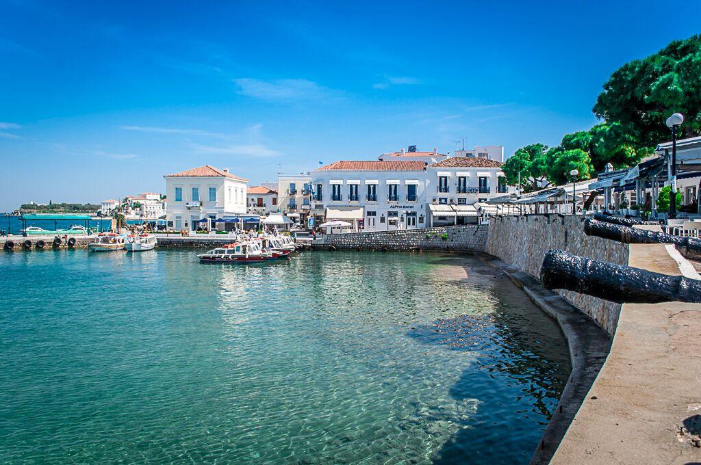 Το παλιό λιμάνι των Σπετσών