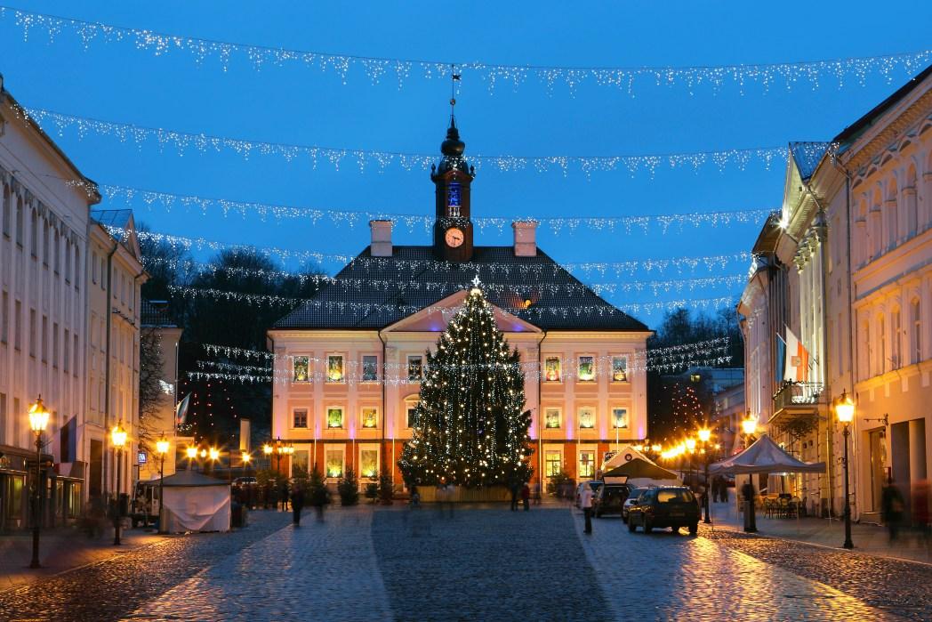 Το δημαρχείο του Ταρτού στην Εσθονία στολισμένο για τα Χριστούγεννα