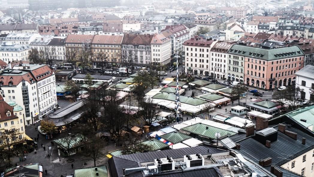 Πανοραμική άποψη της αγοράς Viktualienmarkt στο Μόναχο